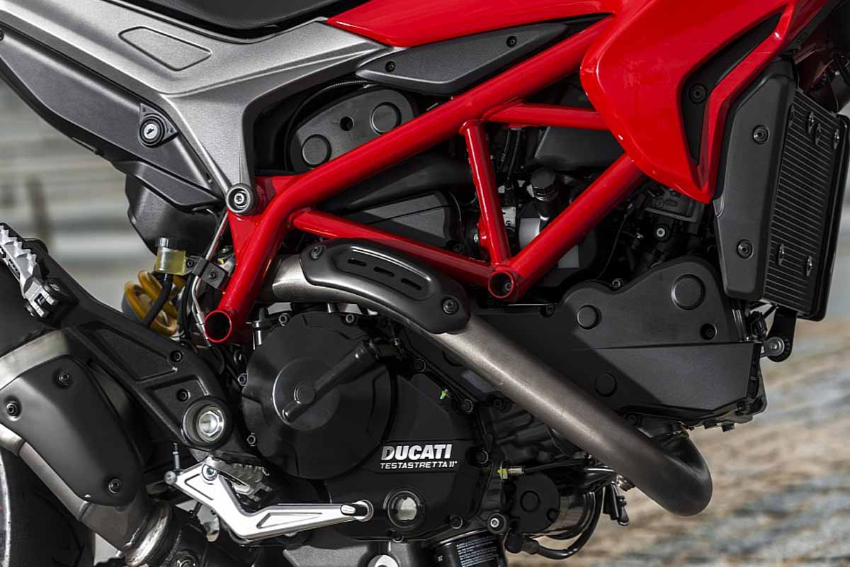 2014-Ducati-Hypermotard-Engine