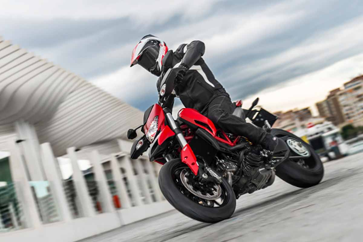 2014-Ducati-Hypermotard-In-Action-2