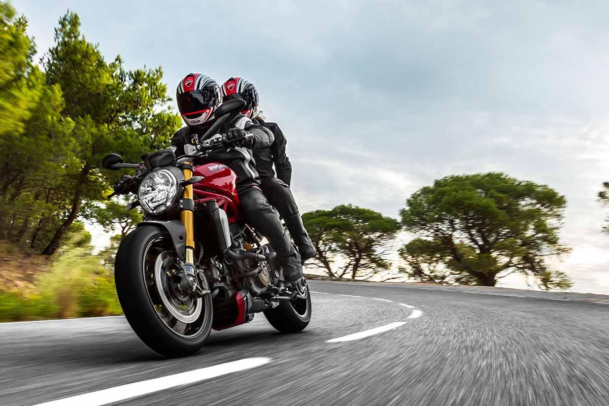 2014-Ducati-Monster-1200S-In-Action-2
