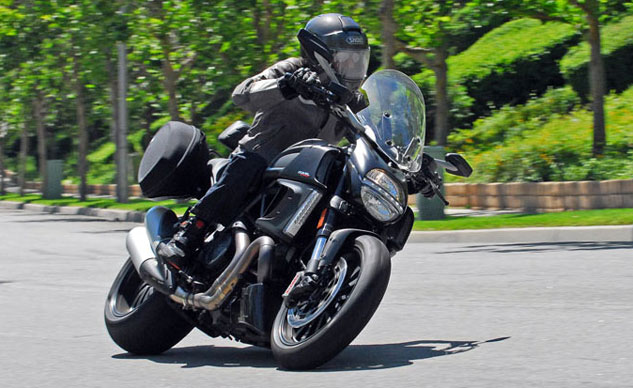 2014-Ducati-Diavel-Strada-Feature