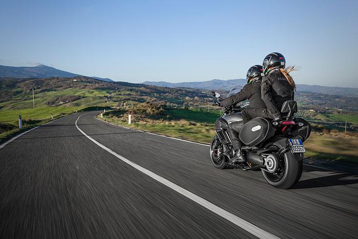 2014-Ducati-Diavel-Strada1-small