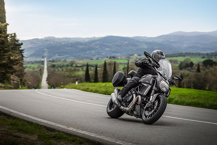 2014-Ducati-Diavel-Strada2-small