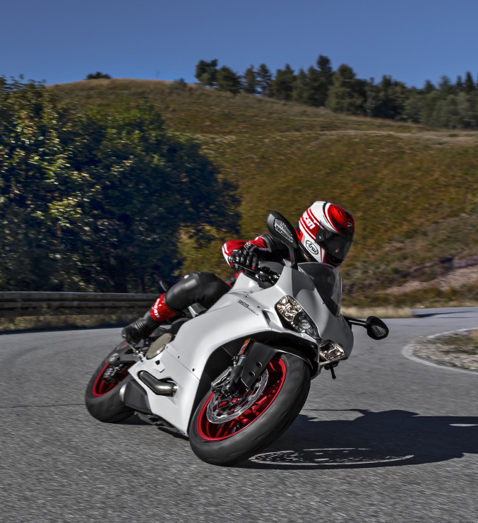 Panigale-959-Corse-MY18-USA-04-Carousel-Imgtext-677x740